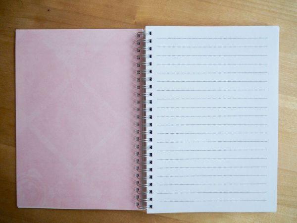 Kasvustoorin innostava muistikirja sisältä