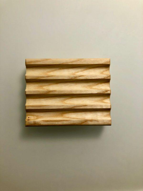 puusepon tekemä puualusta palasaippualle
